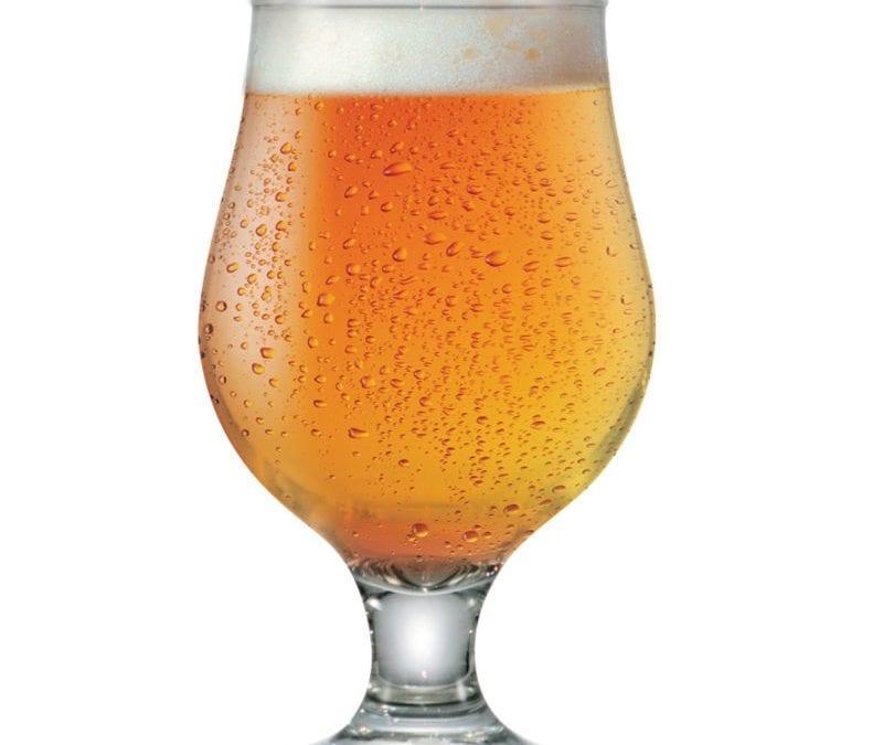 A taça personalizada é uma ótima indicação para servir bebidas de todos os tipos porque ela une custo-benefício com elegância